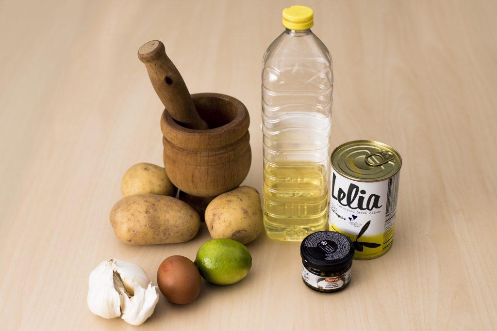 Ingredientes para el alioli de kalamata.