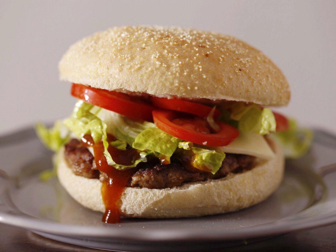 hamburguesas caseras listas para comer