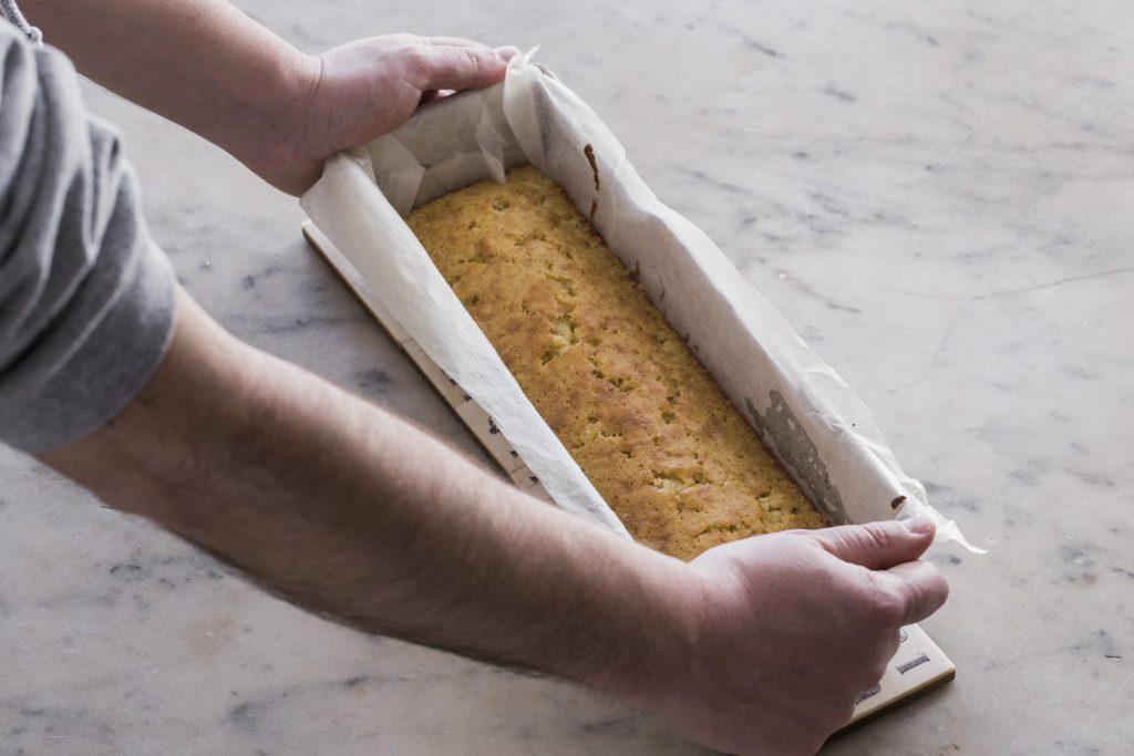 plum cake recién sacado del horno