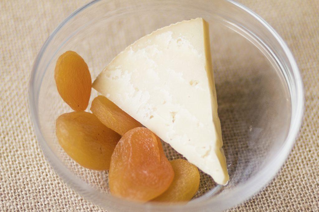 Nuestro topping, queso y orejones