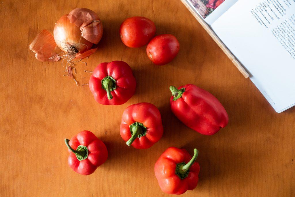 Ingredientes para los pimientos rojos rellenos