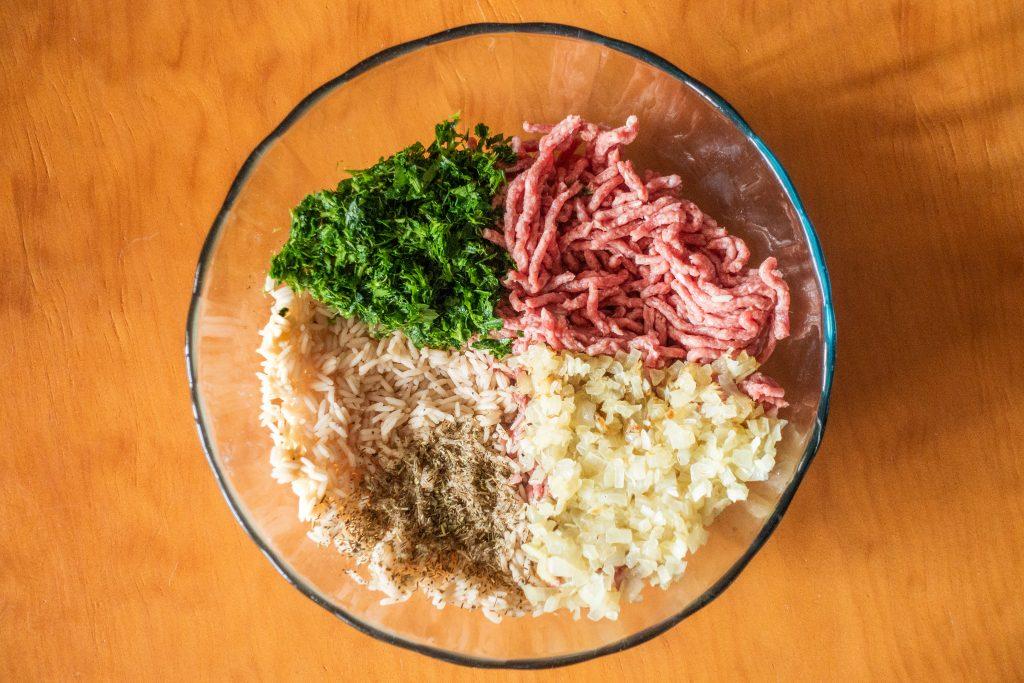 mezcla de los pimientos rojos rellenos listo para mezclar