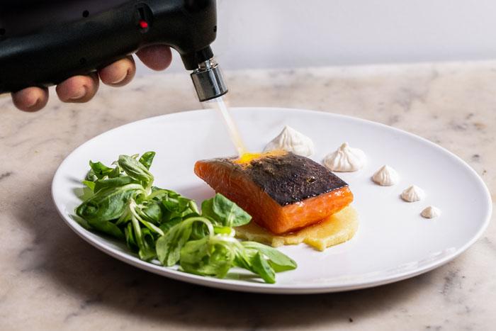 Sopleteando el salmon de Thomas Keller