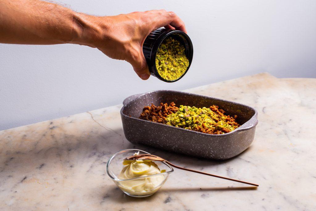 Carne salteada con pistachos